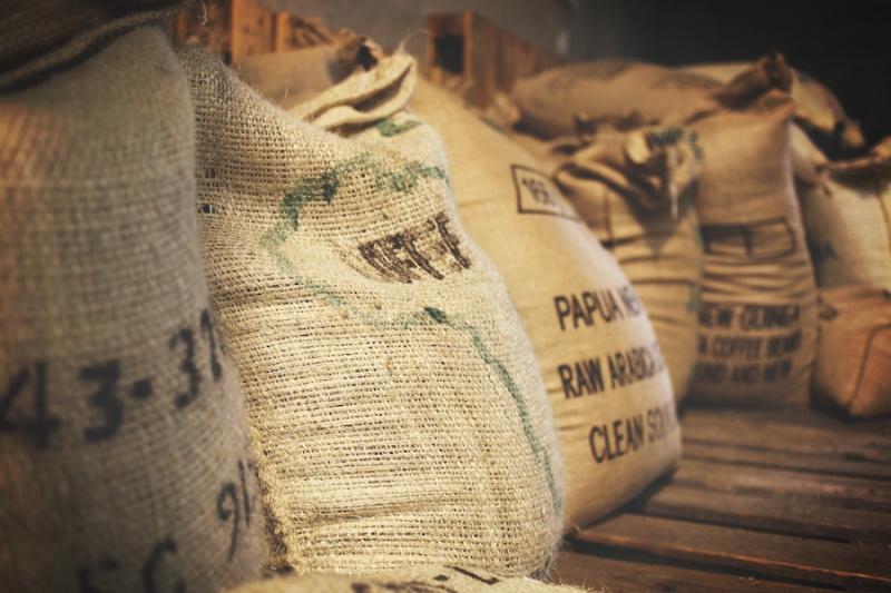 мешки с кофейными зернами